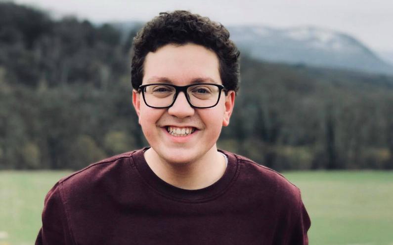 Apprendre par soi-même : un jeune homme à qui cela a changé la vie