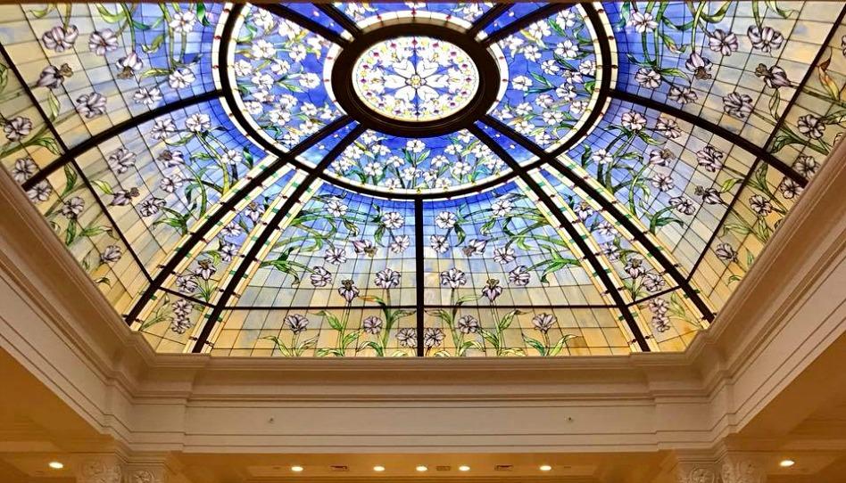 Des rayons des cieux – Histoire du vitrail central du temple de Paris