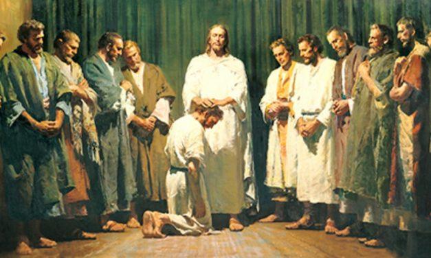 Quel rôle ont le collège des douze apôtres et la première présidence?
