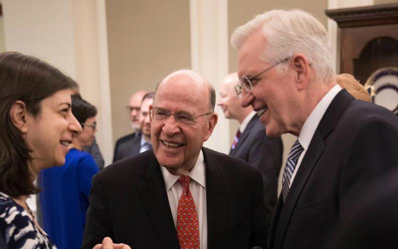 Elder Christofferson en compagnie de dirigeants juifs