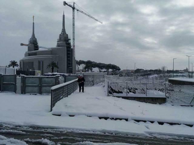 temple de Rome sous la neige