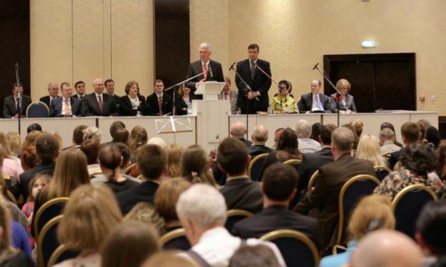 Elder Uchtdorf parle du futur temple en Russie