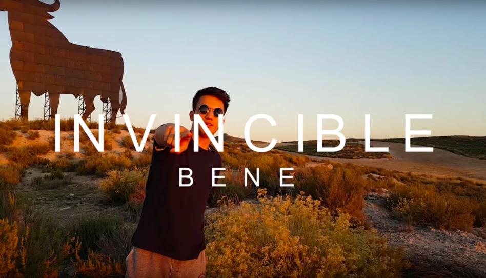 Invincible – BENE : que nous dit l'artiste ?