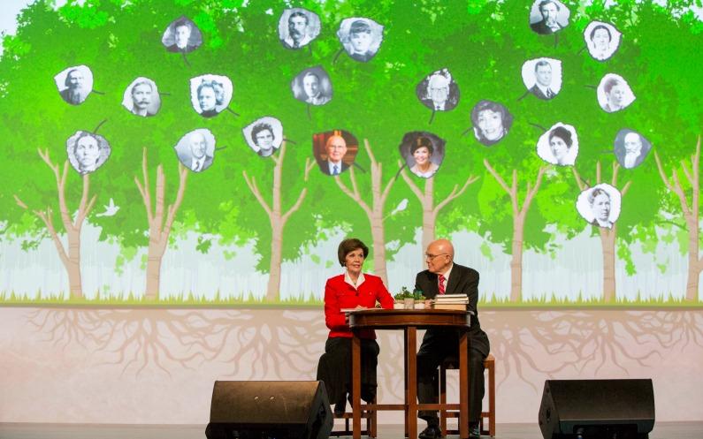 Elder et Sœur Oaks à RootsTech