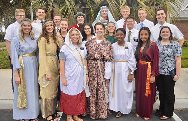 parade en Floride avec char à thème Nativité