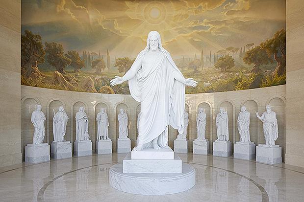 photo des statues du centre des visiteurs: le Christus et les 12 apôtres