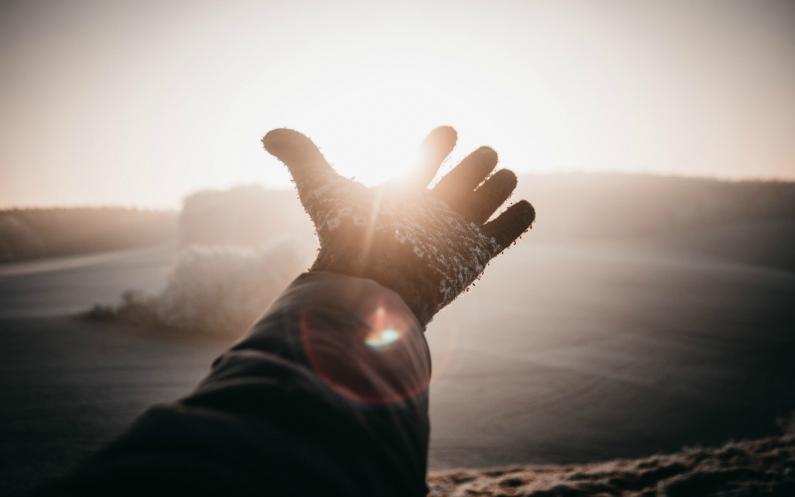 tendre la main à ceux qui se sentent seuls