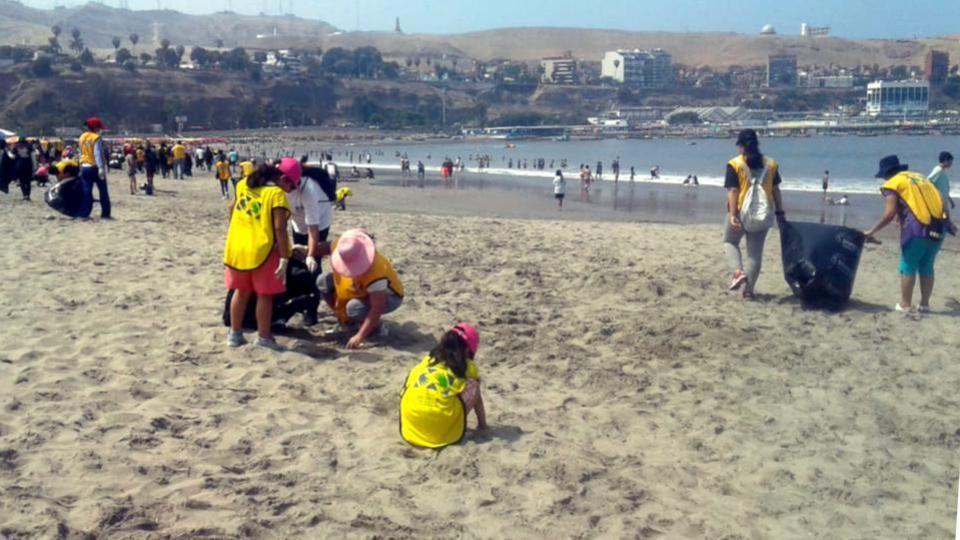 actualités du 7 février 2019: nettoyage d'une plage au Pérou