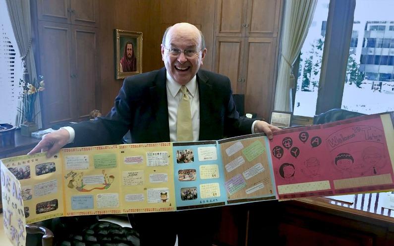 Elder Cook avec une bannière de JAS taïwannais