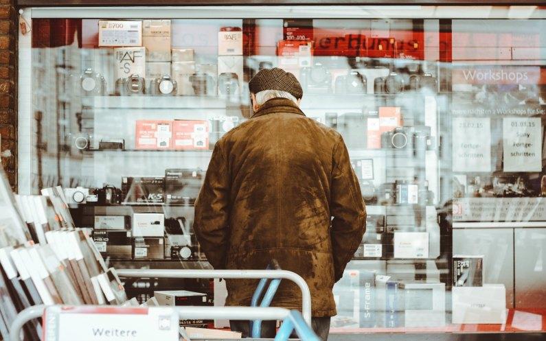 l'homme au supermarché
